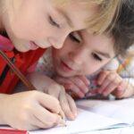 Začátek školního roku vyjde české rodiče na patnáct tisíc