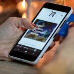 Průzkum: Chytrým mobilem platí již téměř třetina Čechů