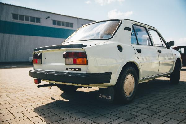 Češi investují do aut otců, zamilovali si socialistické modely