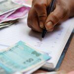Počty směnáren proti loňsku mírně klesly, Češi vzahraničí většinou platí kartou