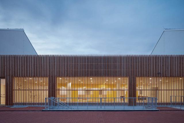 Nejšetrnější budovou roku je škola v Psárech u Prahy. Získala ocenění CZGBC v rámci Grand Prix Architektů
